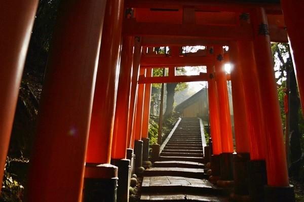 京都 人気観光スポット伏見稲荷大社の本当は怖い話